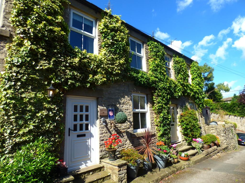 3 Bedrooms Cottage House for sale in Middle Cottage, 2 Grove Terrace, Middleham