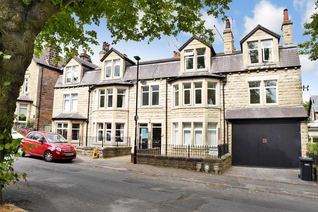 3 Bedrooms Apartment Flat for sale in Glebe Road, Harrogate