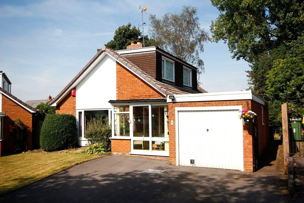 4 Bedrooms Bungalow for sale in The Ring, Little Haywood, Stafford