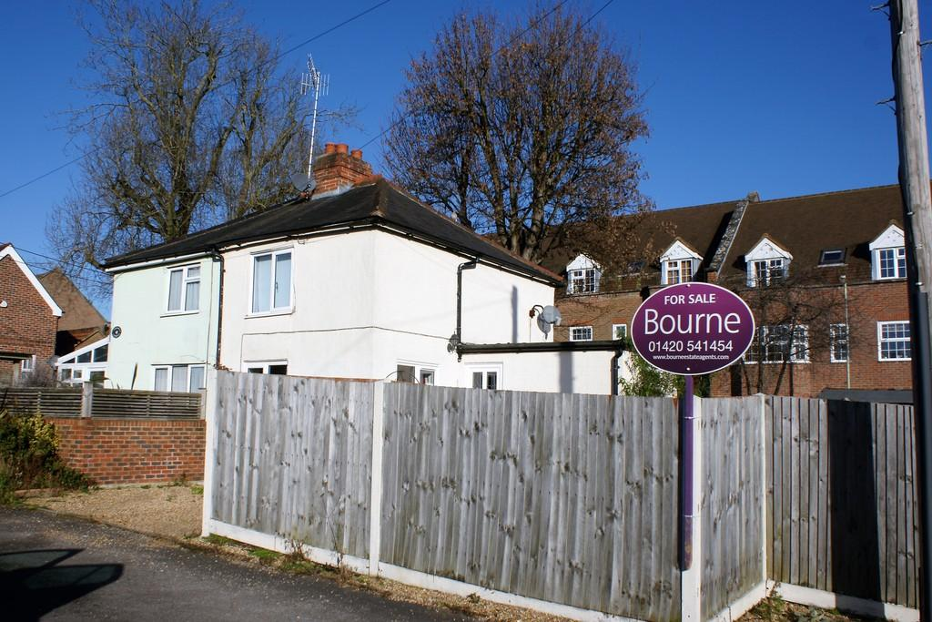 2 Bedrooms Semi Detached House for sale in Orchard Lane, ALTON, Hampshire