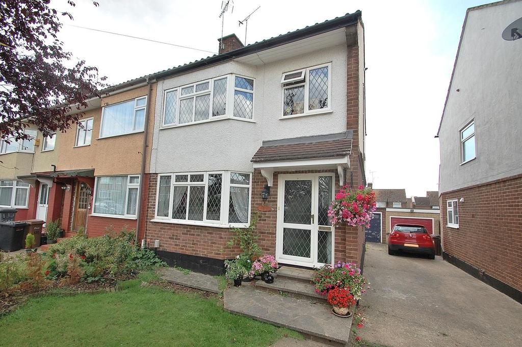 3 Bedrooms Semi Detached House for sale in Gloucester Avenue, Chelmsford, Essex, CM2