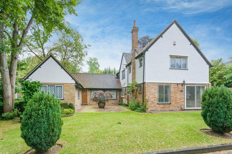 6 Bedrooms Detached House for sale in The Lindens,Box Lane
