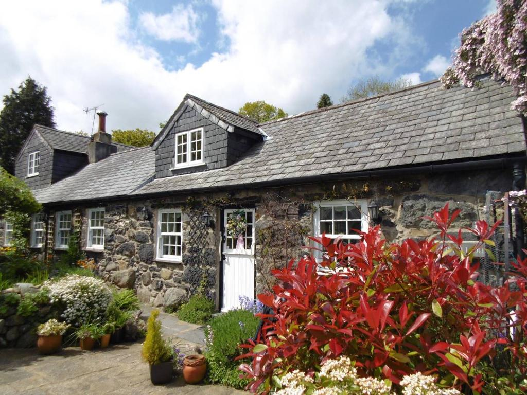 3 Bedrooms Cottage House for sale in Pistyll Du, Rowen, LL32 8YR
