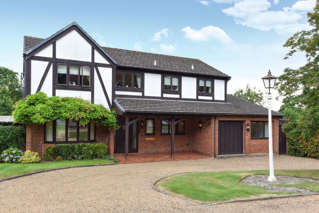 5 Bedrooms Detached House for sale in Heritage Hill, Keston, BR2