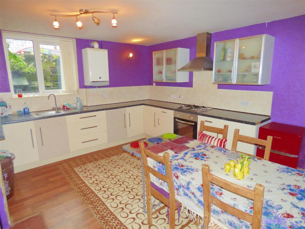 2 Bedrooms Terraced House for sale in Firth Road, Heaton, Bradford, BD9 4RS