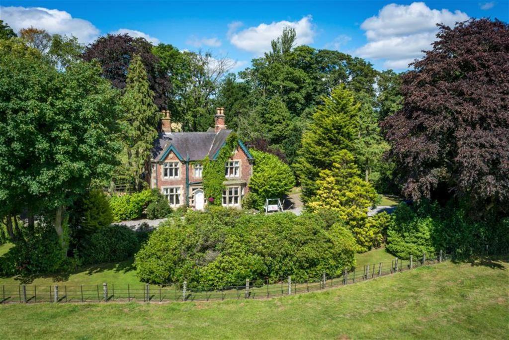 4 Bedrooms Detached House for sale in Gainford, Darlington