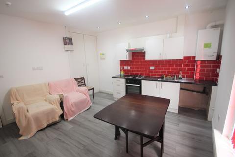 3 bedroom flat to rent - Lascelles Road East, Leeds, West Yorkshire, LS8