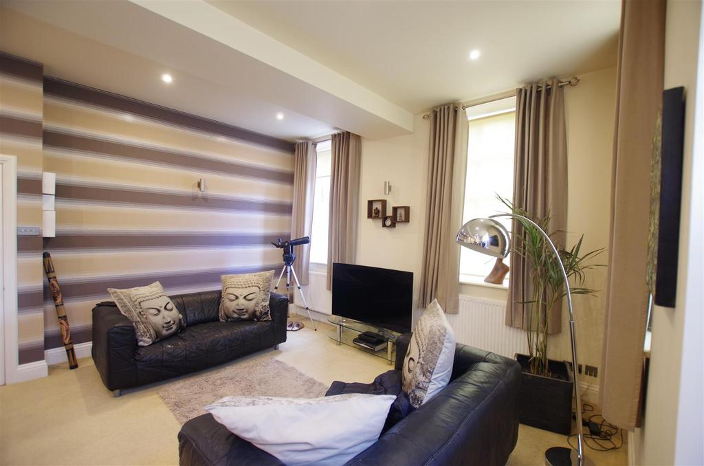 1 Bedroom Apartment Flat for sale in Rochdale Road, Greetland