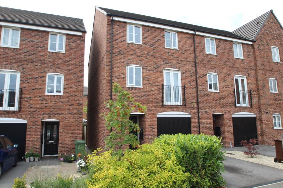 3 Bedrooms Terraced House for sale in HUTTON CLOSE, THORNBURY, BRADFORD, BD3 7FL