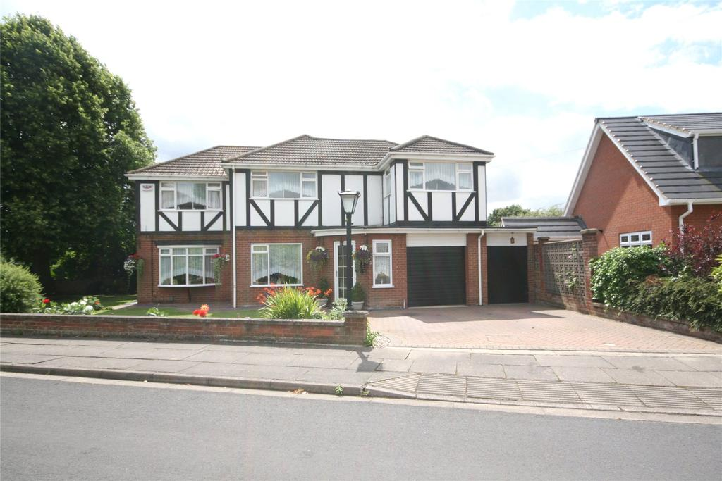 4 Bedrooms Detached House for sale in Wood Close, Scartho, DN33