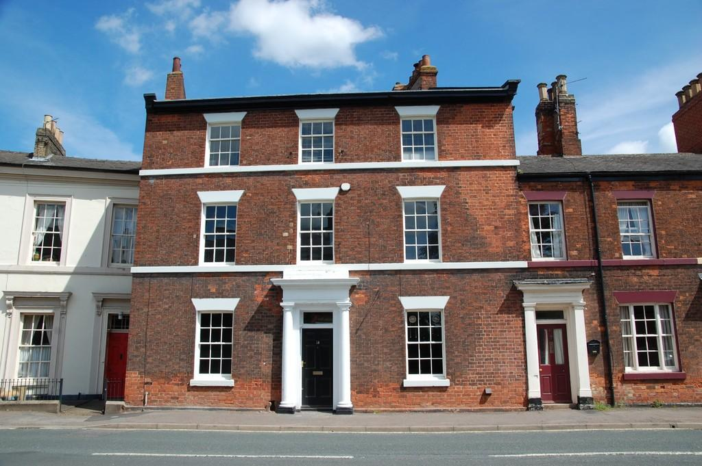 6 Bedrooms Town House for sale in Bigby Street, Brigg, North Lincolnshire
