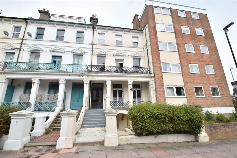 2 Bedrooms Flat for sale in Eversfield Road, Upperton, East Sussex