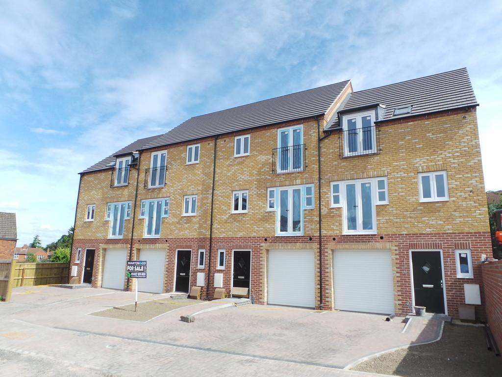 3 Bedrooms Town House for sale in Northolme View, Gainsborough