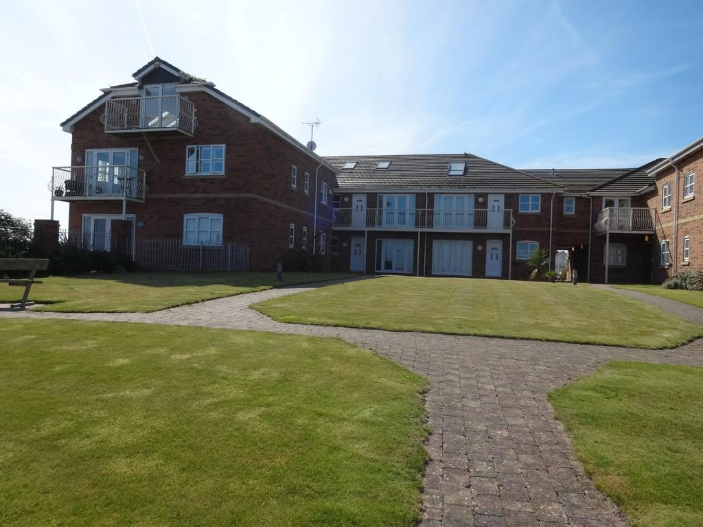 2 Bedrooms Apartment Flat for sale in Splash Point, Hilton Drive, Rhyl