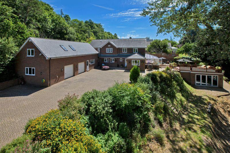 4 Bedrooms Detached House for sale in HATCH BEAUCHAMP