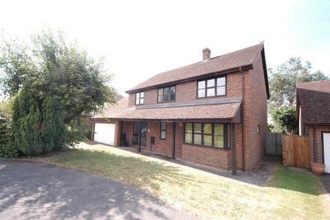 5 bedroom detached house to rent - 23 Cornflower Close , Weavering
