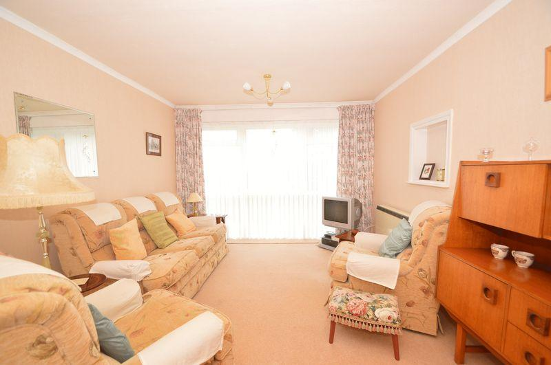 2 Bedrooms Flat for sale in East Cowes, PO32 6JL