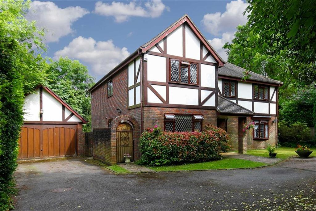 5 Bedrooms Detached House for sale in Meon Close, Tadworth, Surrey