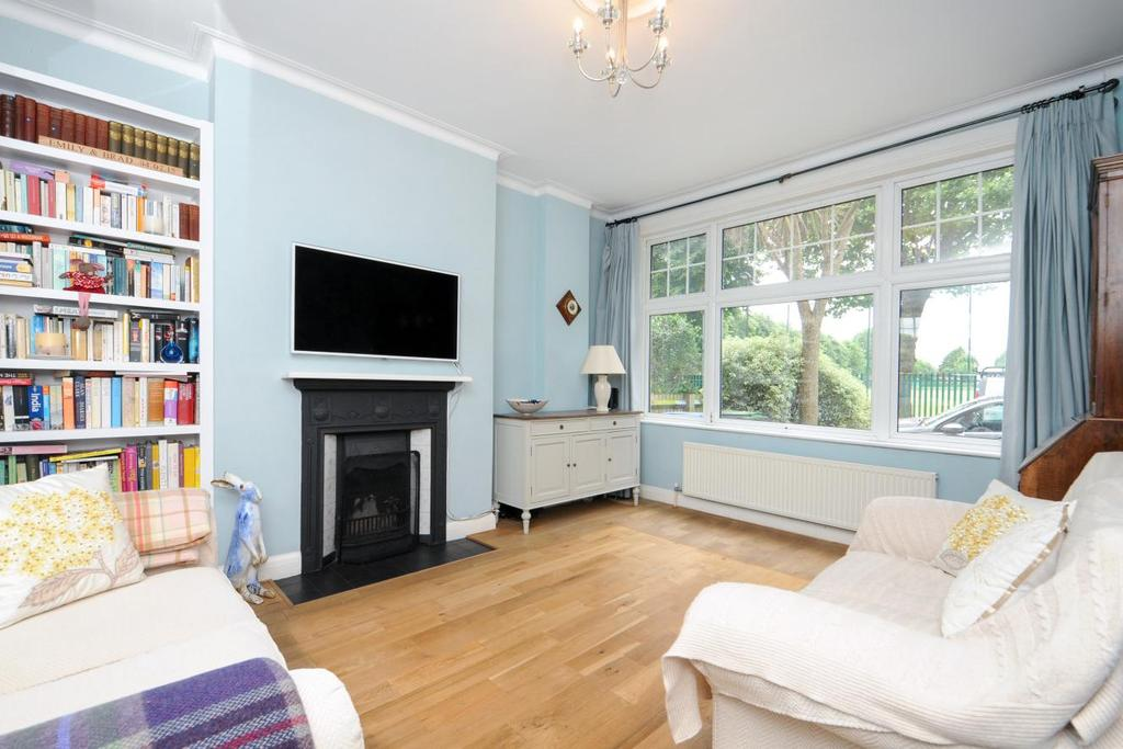 4 Bedrooms Terraced House for sale in Chimes Avenue, Palmers Green, N13