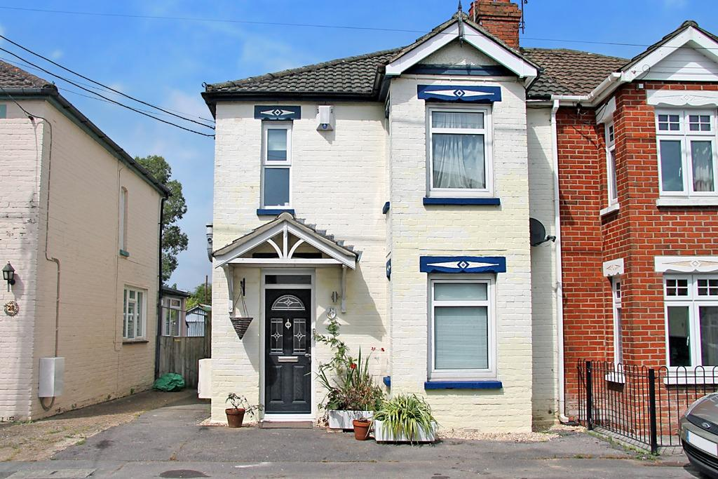3 Bedrooms Semi Detached House for sale in Waltham Chase, Southampton