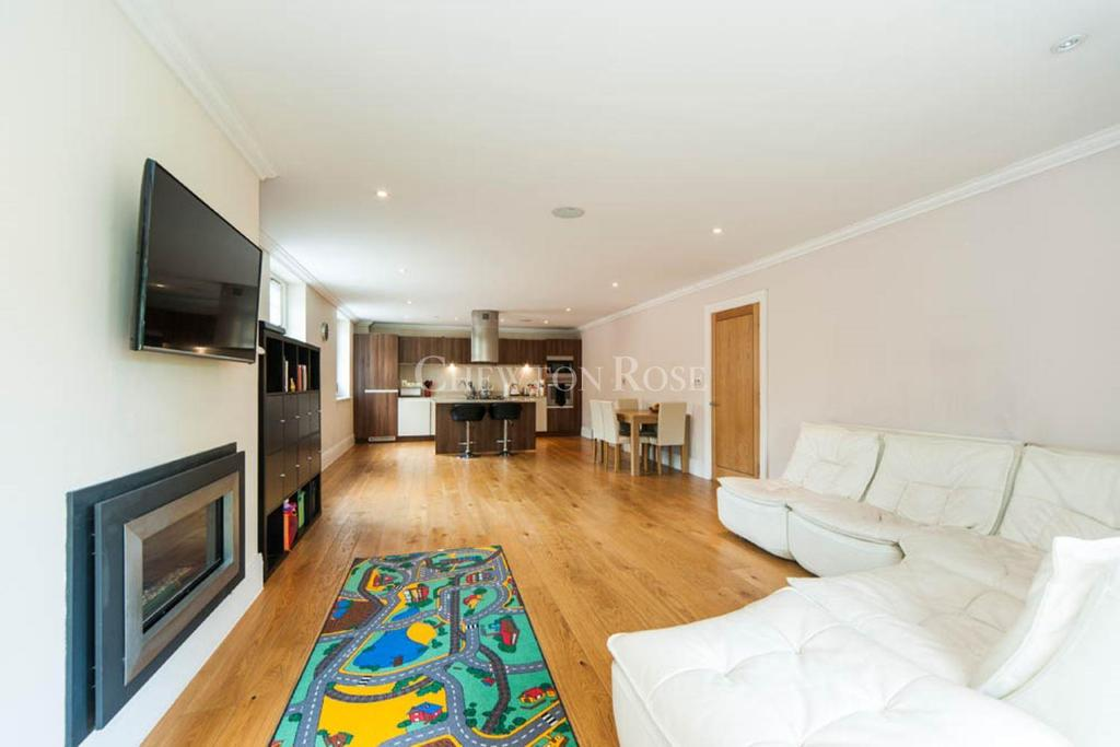 3 Bedrooms Flat for sale in Northwood, Middlesex