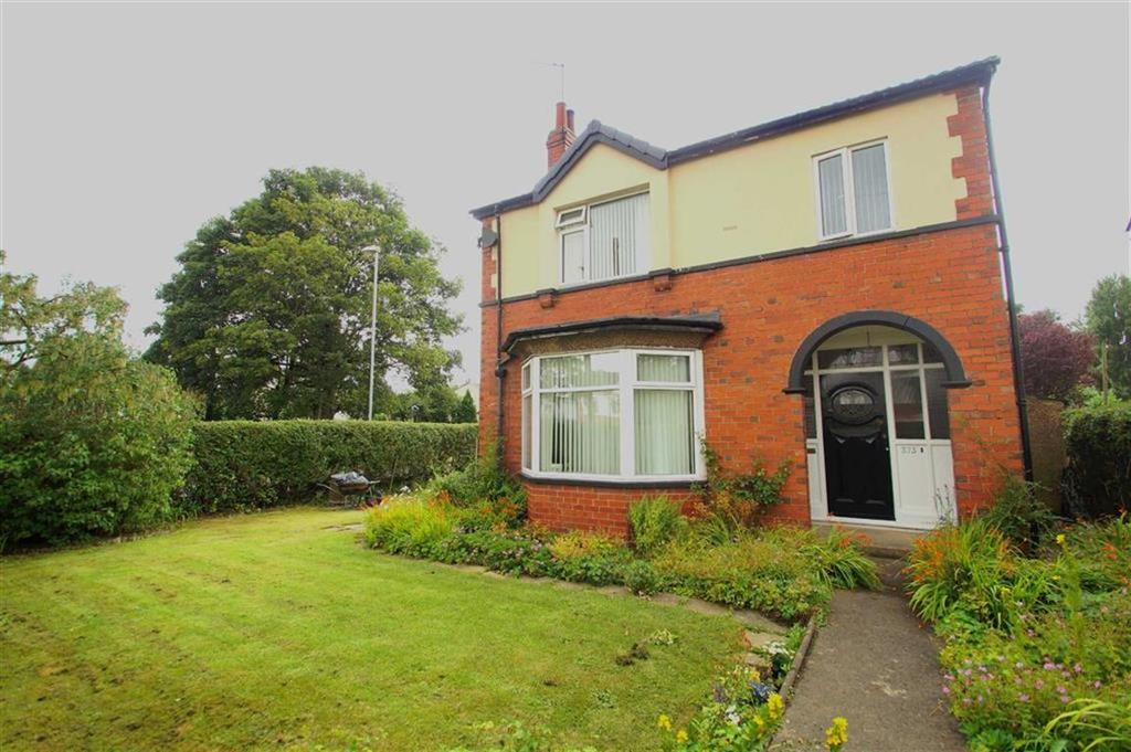 4 Bedrooms Detached House for sale in Selby Road, Leeds