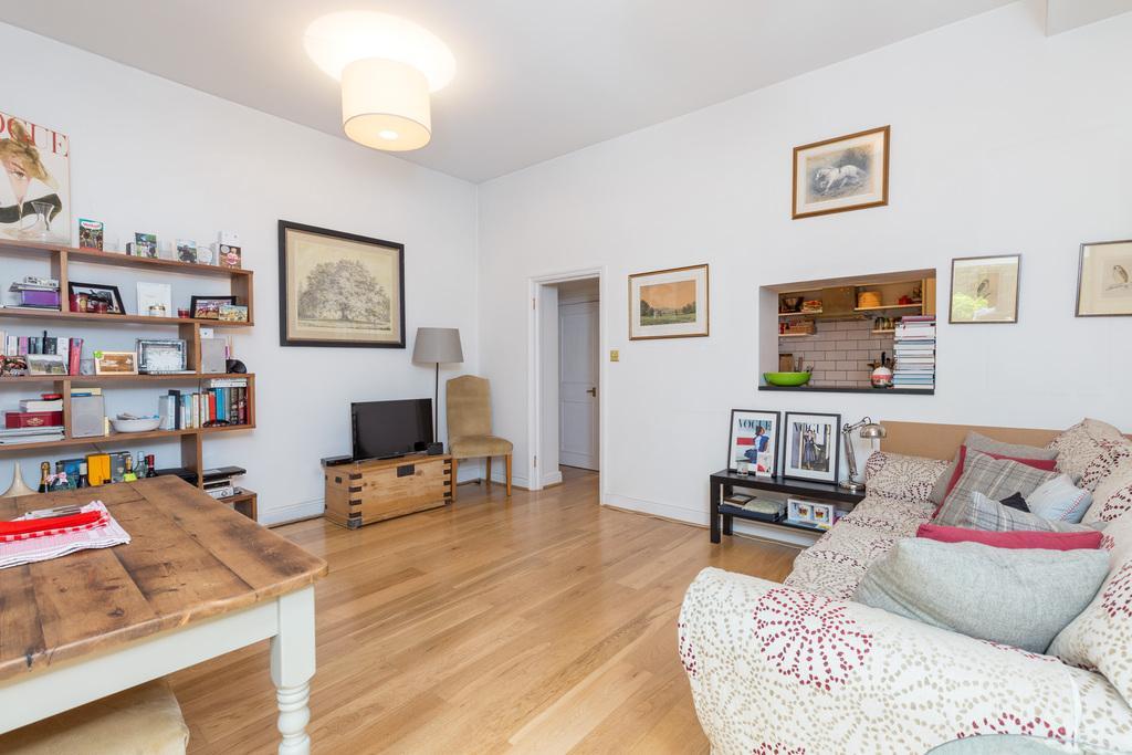 2 Bedrooms Ground Flat for sale in Westville Road, Shepherd's Bush, London, W12