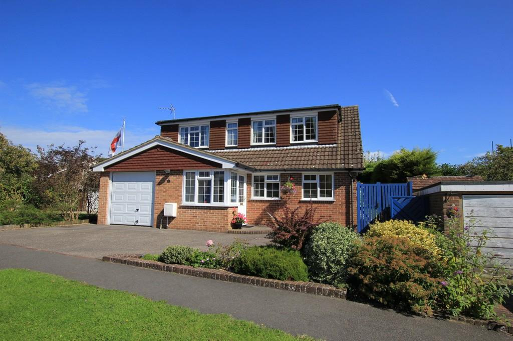 4 Bedrooms Detached House for sale in Horam Park Close, Horam