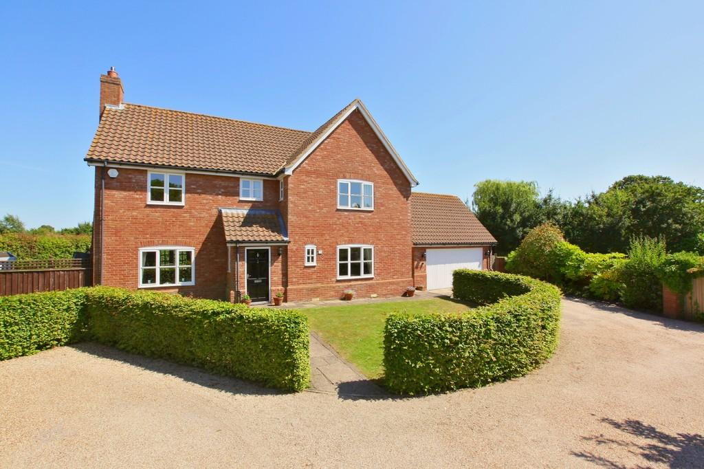 5 Bedrooms Detached House for sale in Struston Mead, Kirton