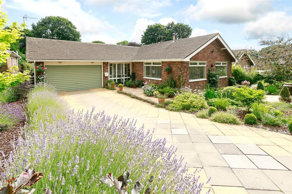 3 Bedrooms Detached Bungalow for sale in Batts Drive, Henfield, West Sussex