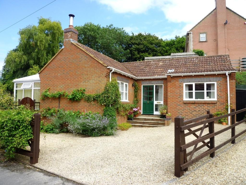 3 Bedrooms Detached Bungalow for sale in Parsonage Lane, Edington, Westbury