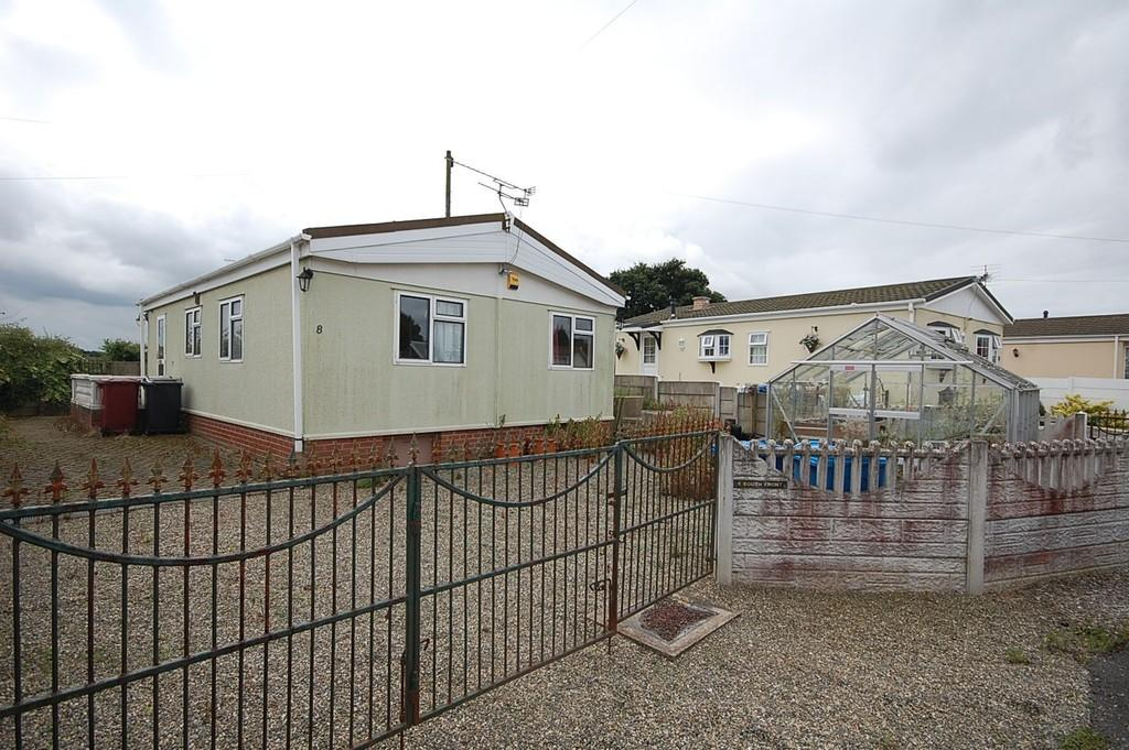 2 Bedrooms Mobile Home for sale in South Front, Halsnead Park, Prescot