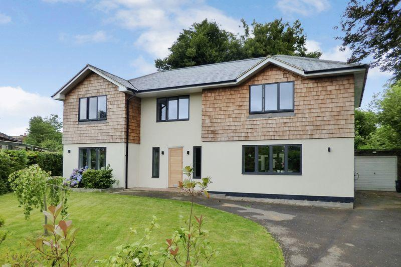4 Bedrooms Detached House for sale in High Hurst Close, Newick