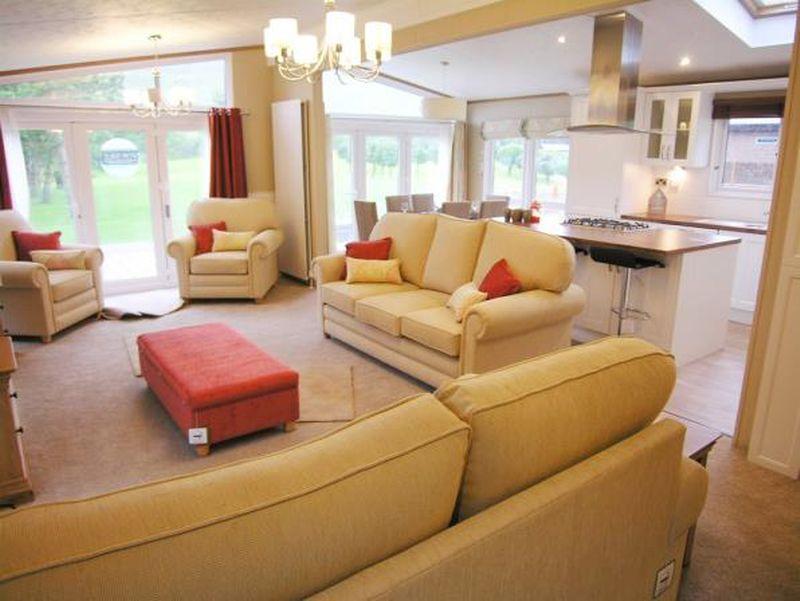 3 Bedrooms Lodge Character Property for sale in Llanrug, Caernarfon