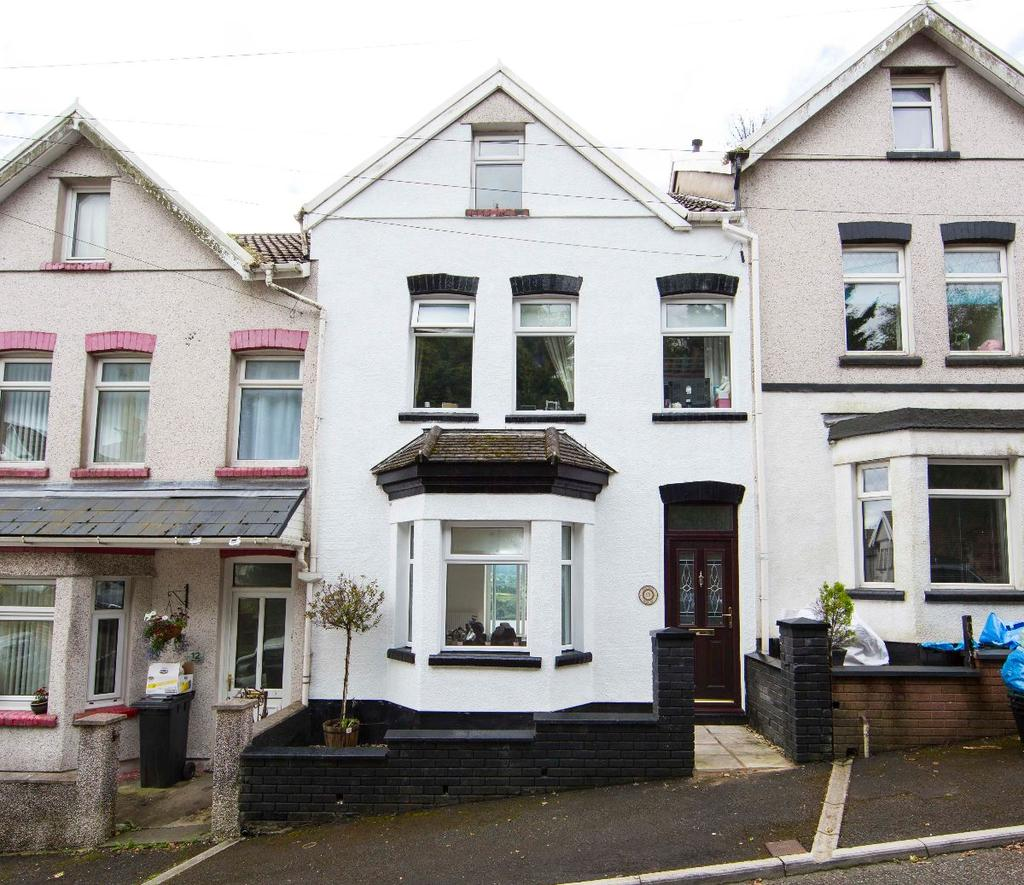 4 Bedrooms Terraced House for sale in The Park, Treharris, CF46 5RH