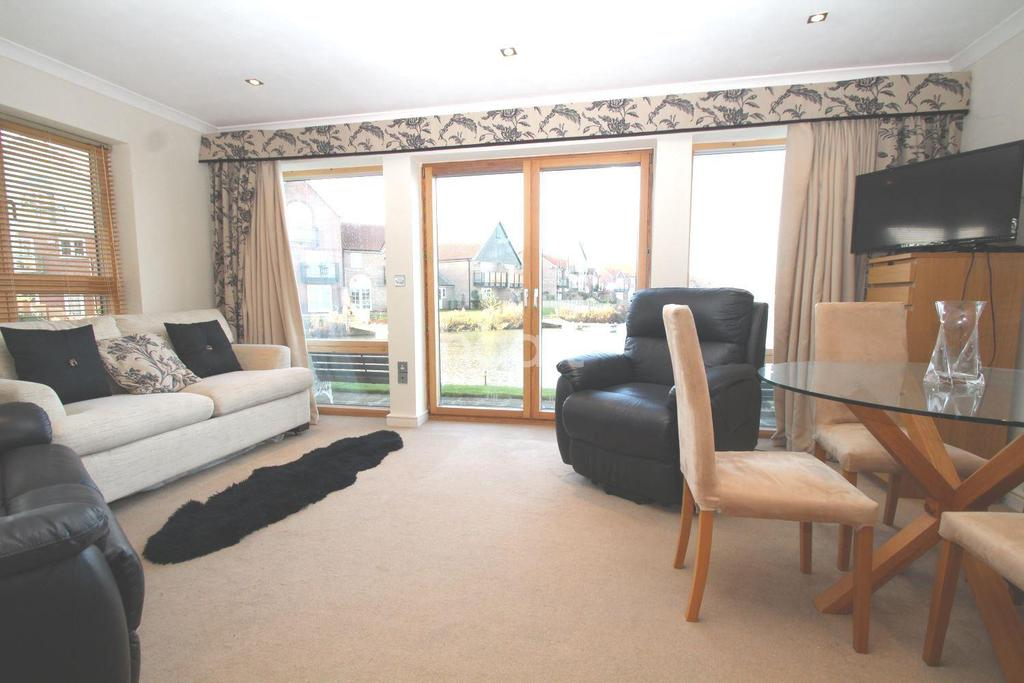 2 Bedrooms Flat for sale in Marine Point Apartments, Burton Waters, LN1