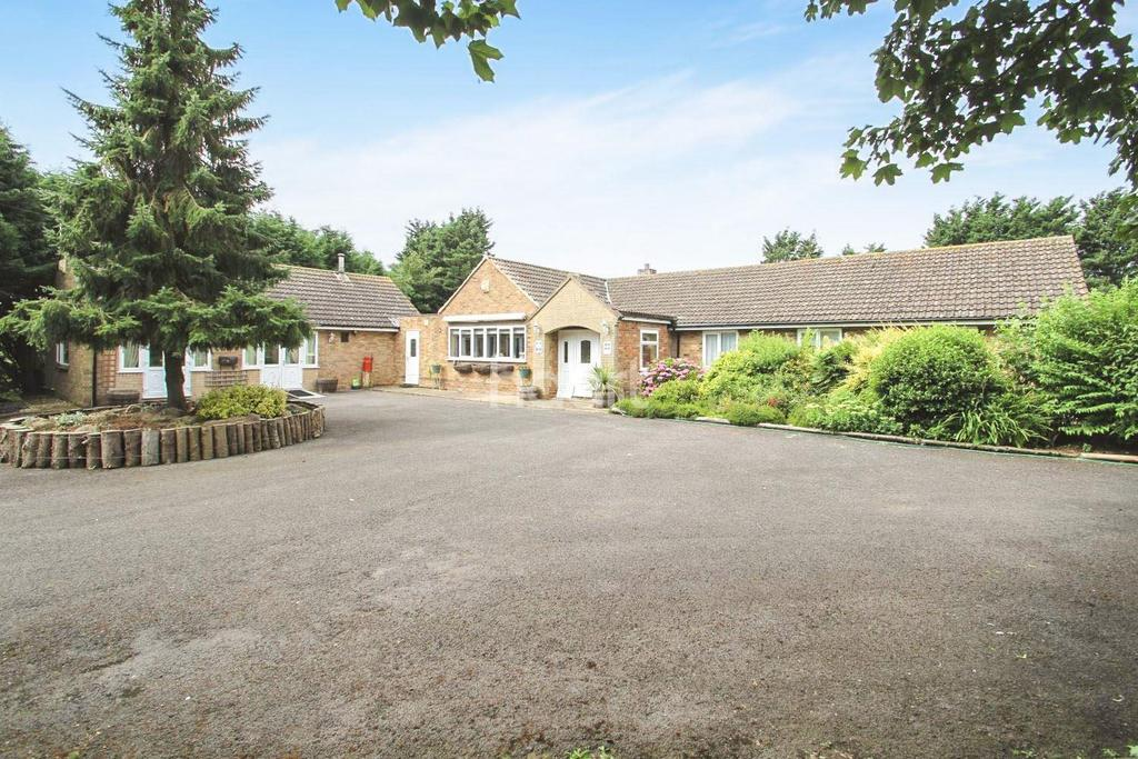 5 Bedrooms Bungalow for sale in Ermine Lodge, Caenby Corner, Lincoln, LN8