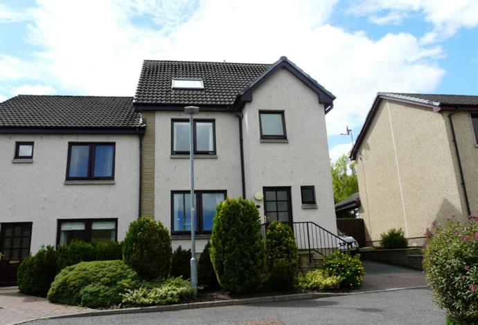 4 Bedrooms Semi Detached House for sale in 14 Knowepark Gardens, Galashiels, TD1 1TA