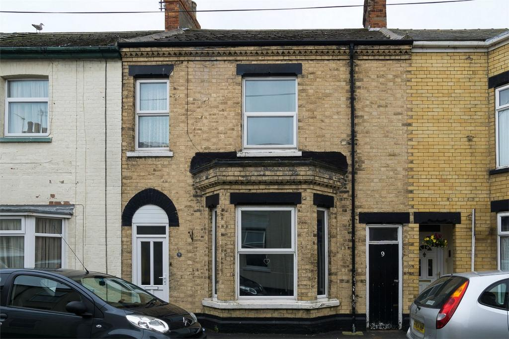 3 Bedrooms Terraced House for sale in Railway Crescent, WITHERNSEA, East Riding of Yorkshire