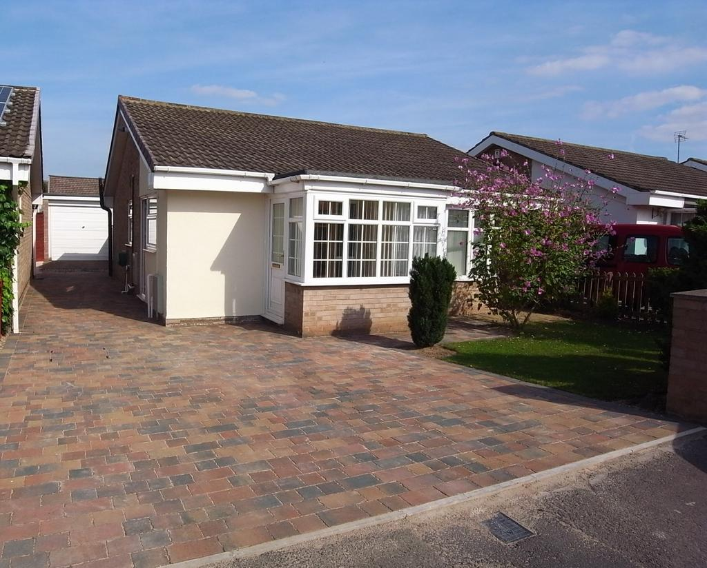 2 Bedrooms Detached Bungalow for sale in Greenfields Way, Stockton-On-Tees, TS18