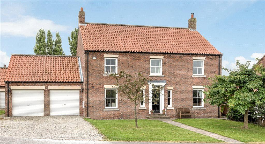 5 Bedrooms Detached House for sale in Lumby Hill, Hillam, Leeds, North Yorkshire