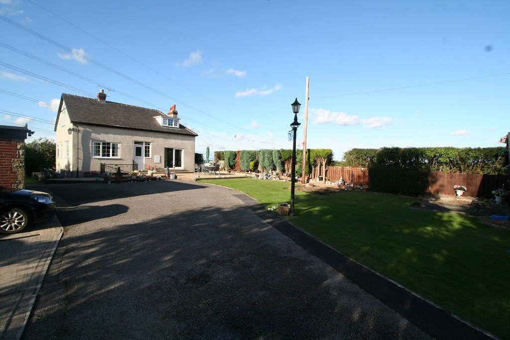 3 Bedrooms Detached House for sale in Mill Lane, Old Snydale, Old Snydale, West Yorkshire