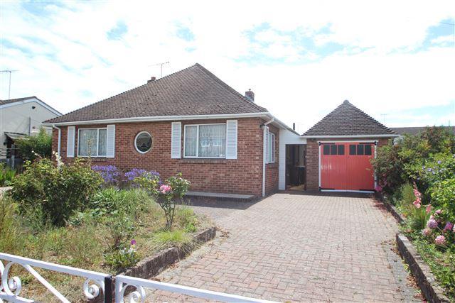2 Bedrooms Bungalow for sale in Old Worthing Road, East Preston, Littlehampton, BN16 1DZ