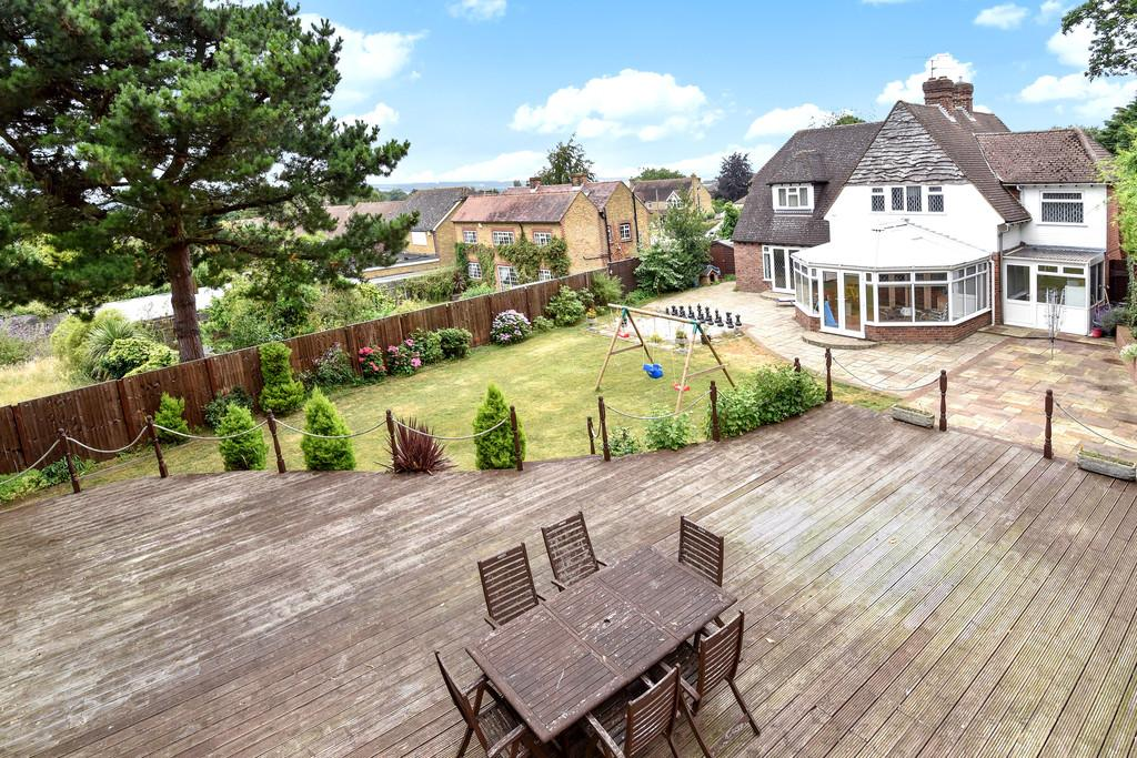 4 Bedrooms Detached House for sale in London Road, Ditton