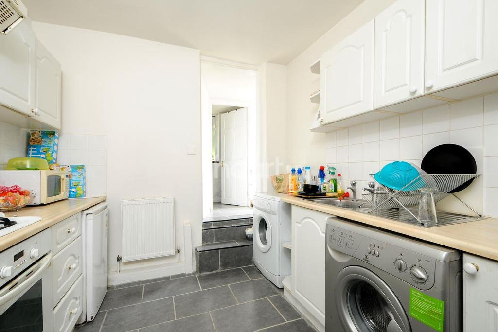 2 Bedrooms Flat for sale in Walters Road, London, SE25 6LF