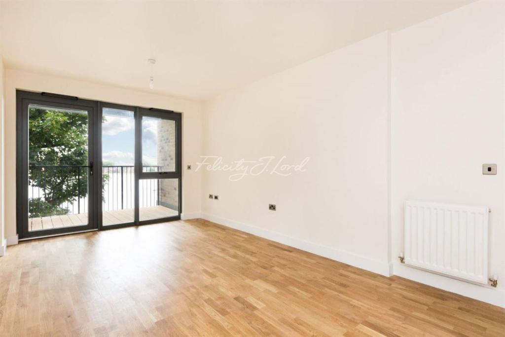 2 Bedrooms Flat for sale in Hythe House, Manor House, N4