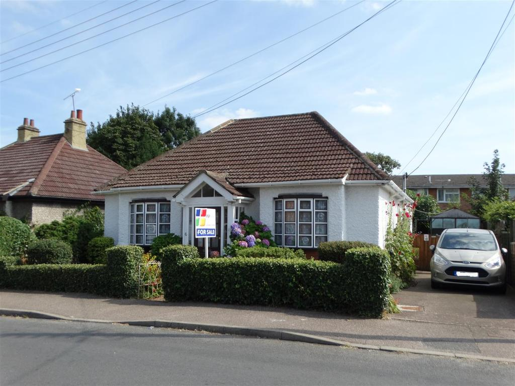 3 Bedrooms Bungalow for sale in St. Andrews Road, Burgess Hill