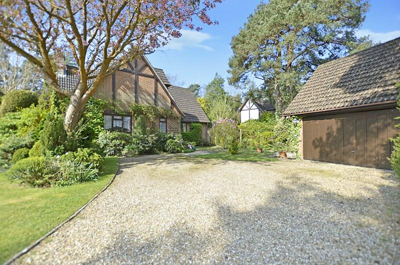 4 Bedrooms Detached House for sale in Evergreens, Lions Lane,, Ashley Heath, Ringwood