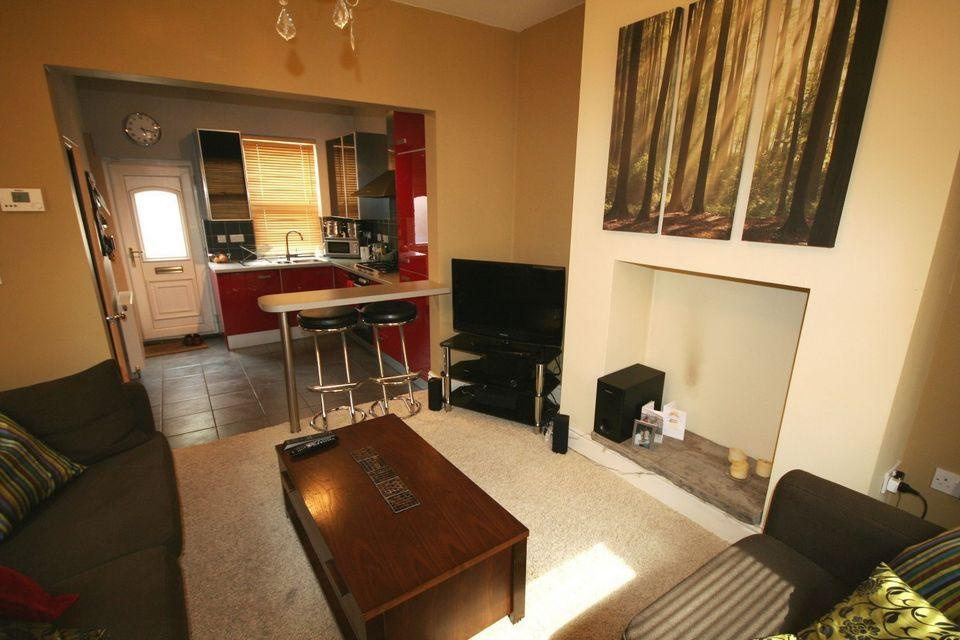 2 Bedrooms End Of Terrace House for rent in 15 Langdale Road Abbeydale Sheffield S8 0UQ