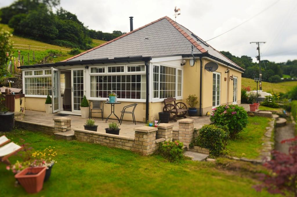 3 Bedrooms Detached Bungalow for sale in Ashmere Bungalow, Twyn Road, Ystrad Mynach